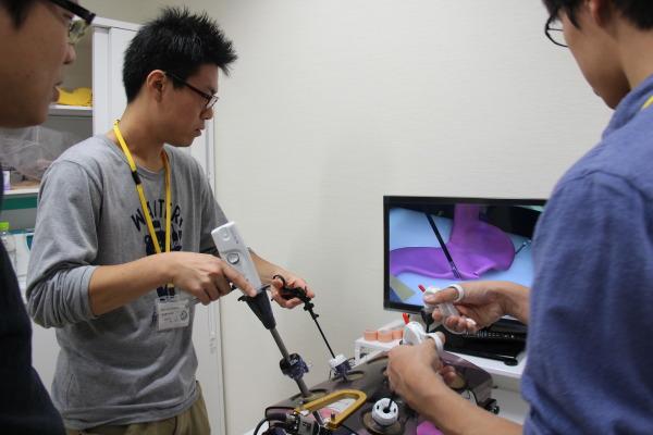 消化器外科「腸管モデルを用いた腹腔鏡下消化管吻合」