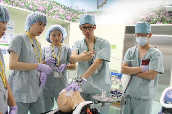 頭頸部外科「気管支異物摘出シミュレーション」