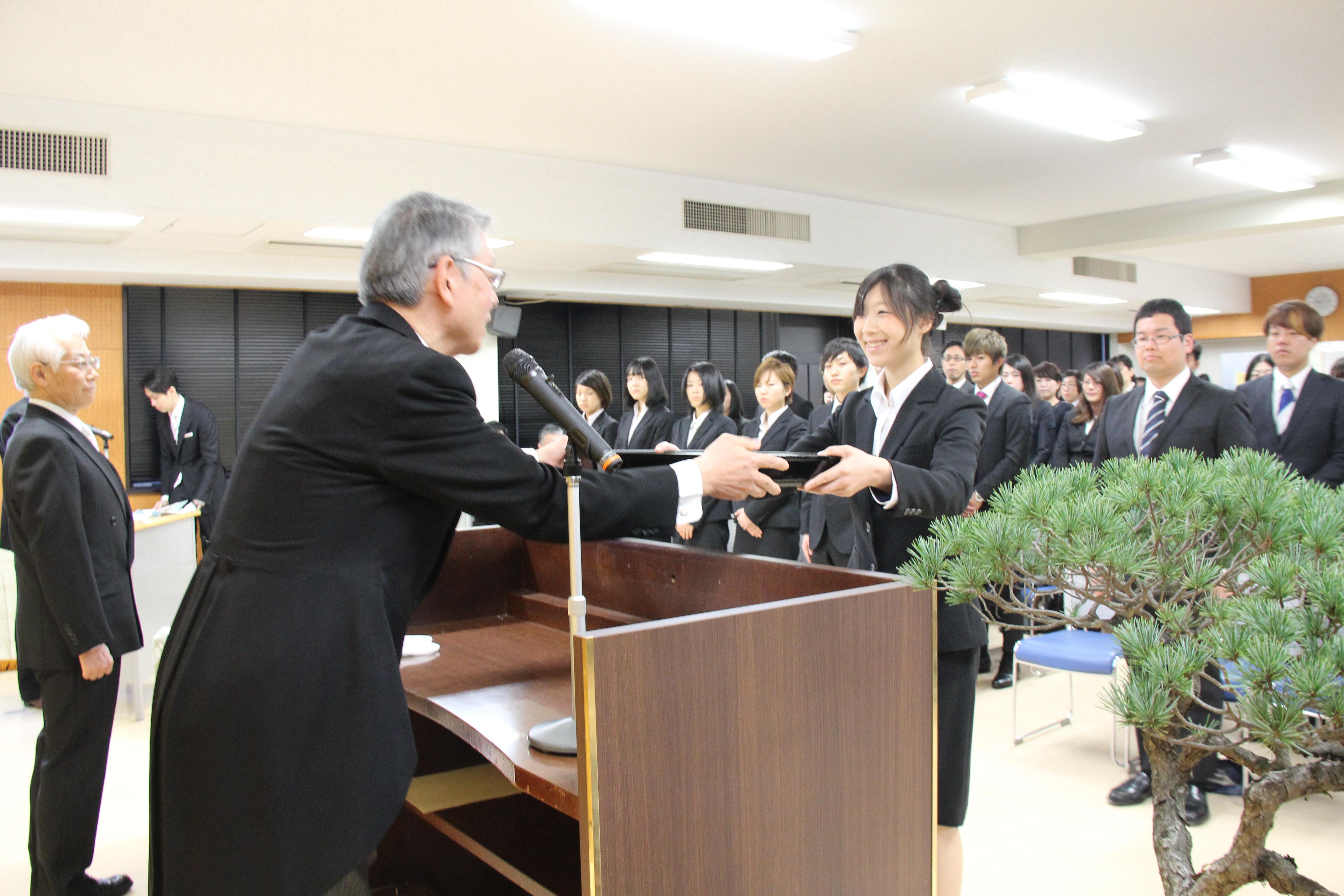 学位記授与式・医学部卒業式01