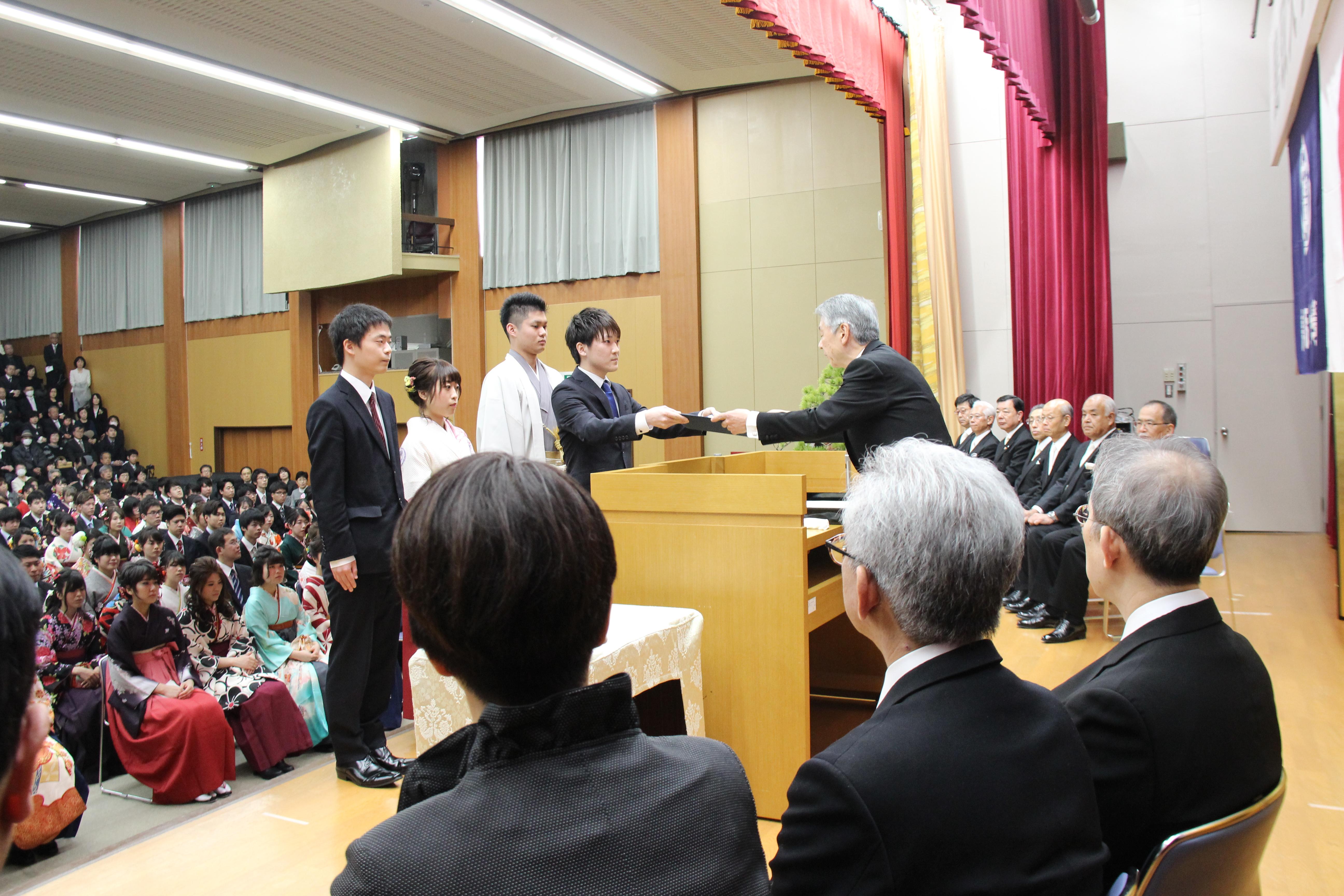 学位記授与式・医学部卒業式06