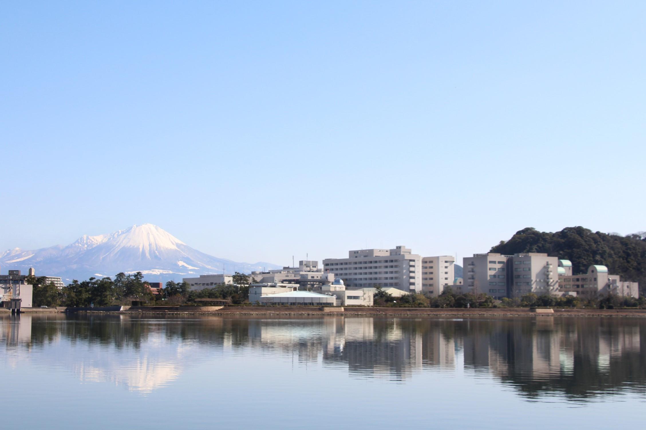鳥取大学医学部全景(中海から)
