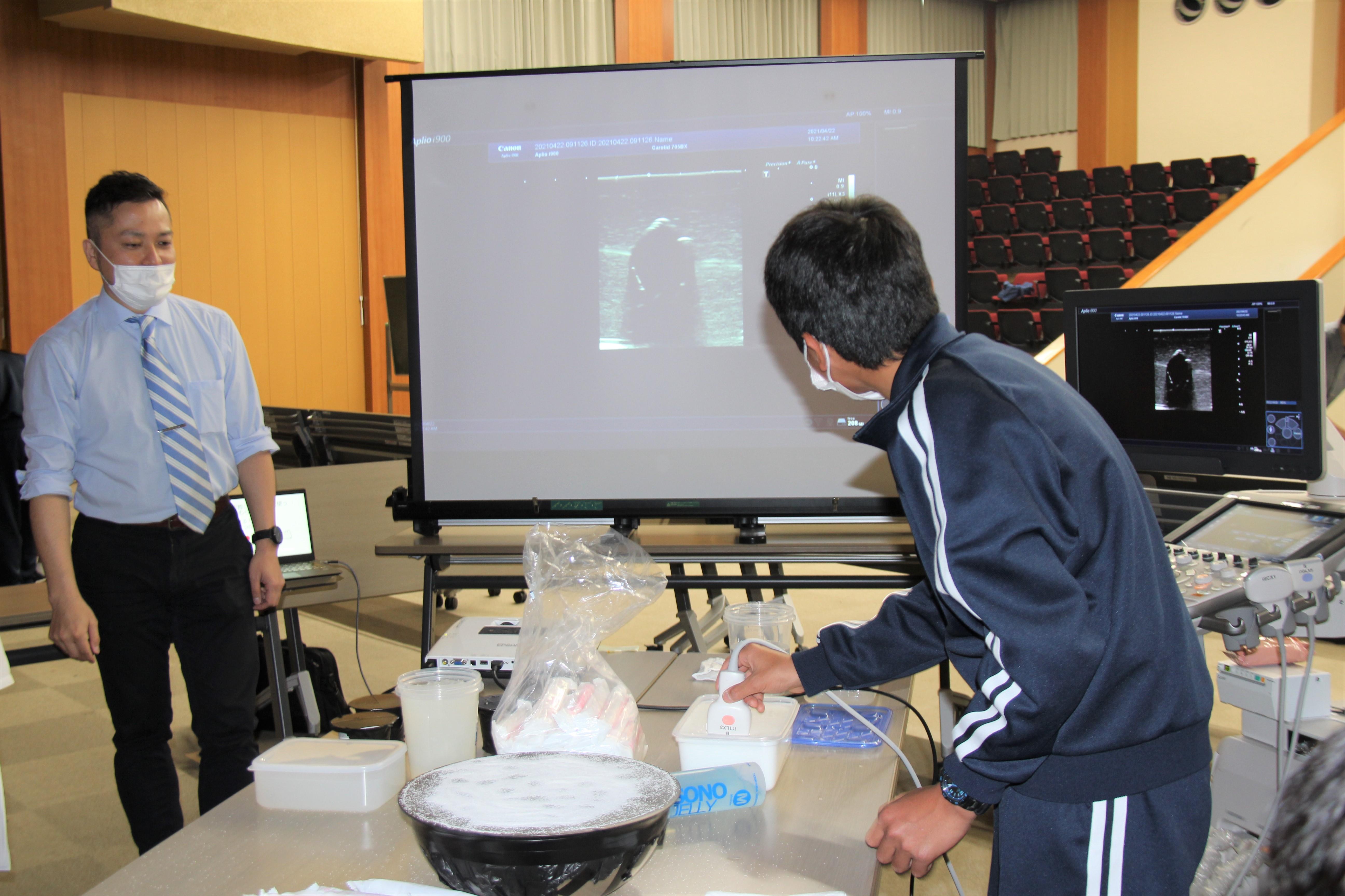 トップ > 新着情報 > 鳥取大学附属中学校3年生が修学旅行(体験実習)で医学部を訪れました01