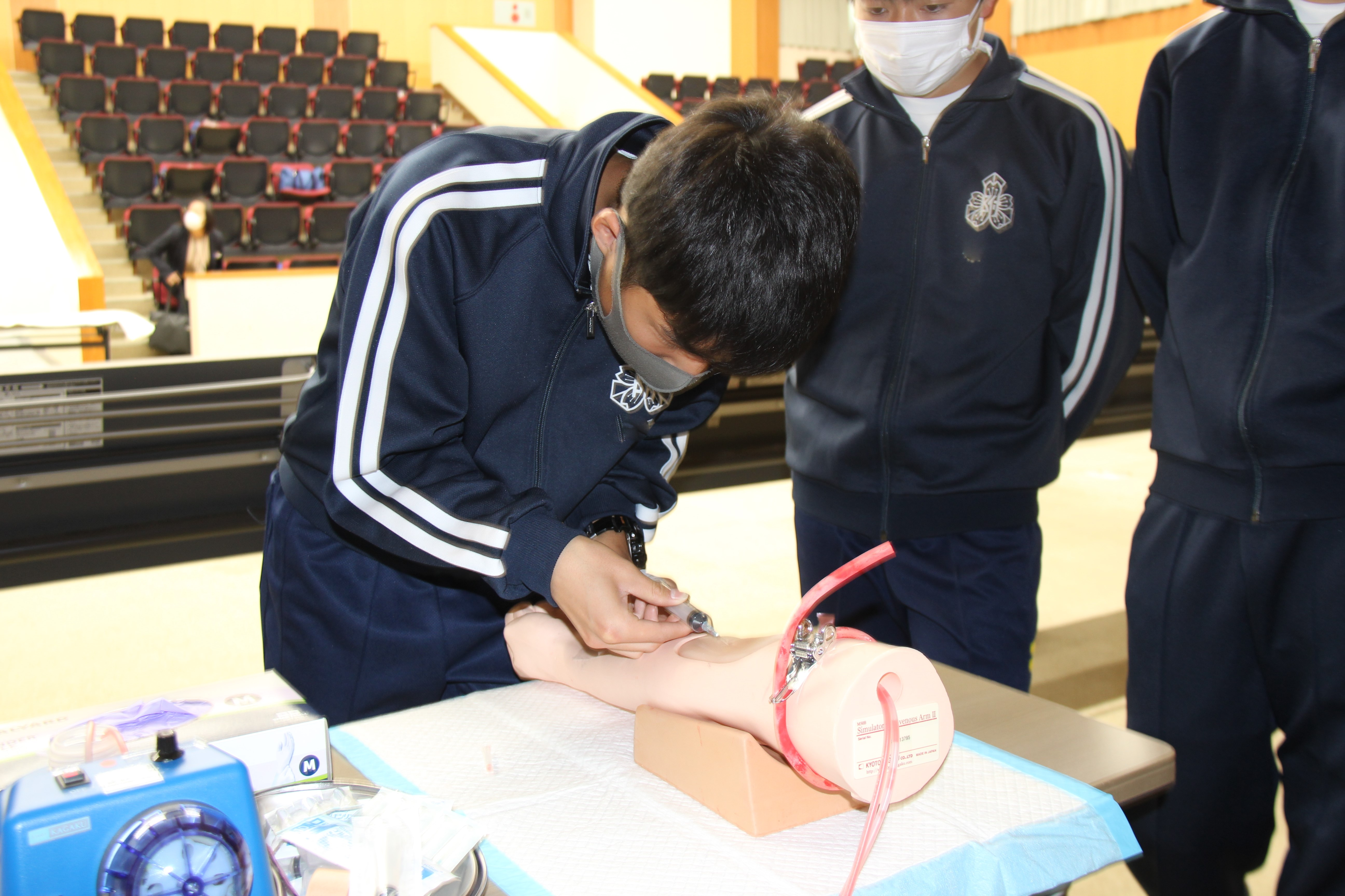 トップ > 新着情報 > 鳥取大学附属中学校3年生が修学旅行(体験実習)で医学部を訪れました02