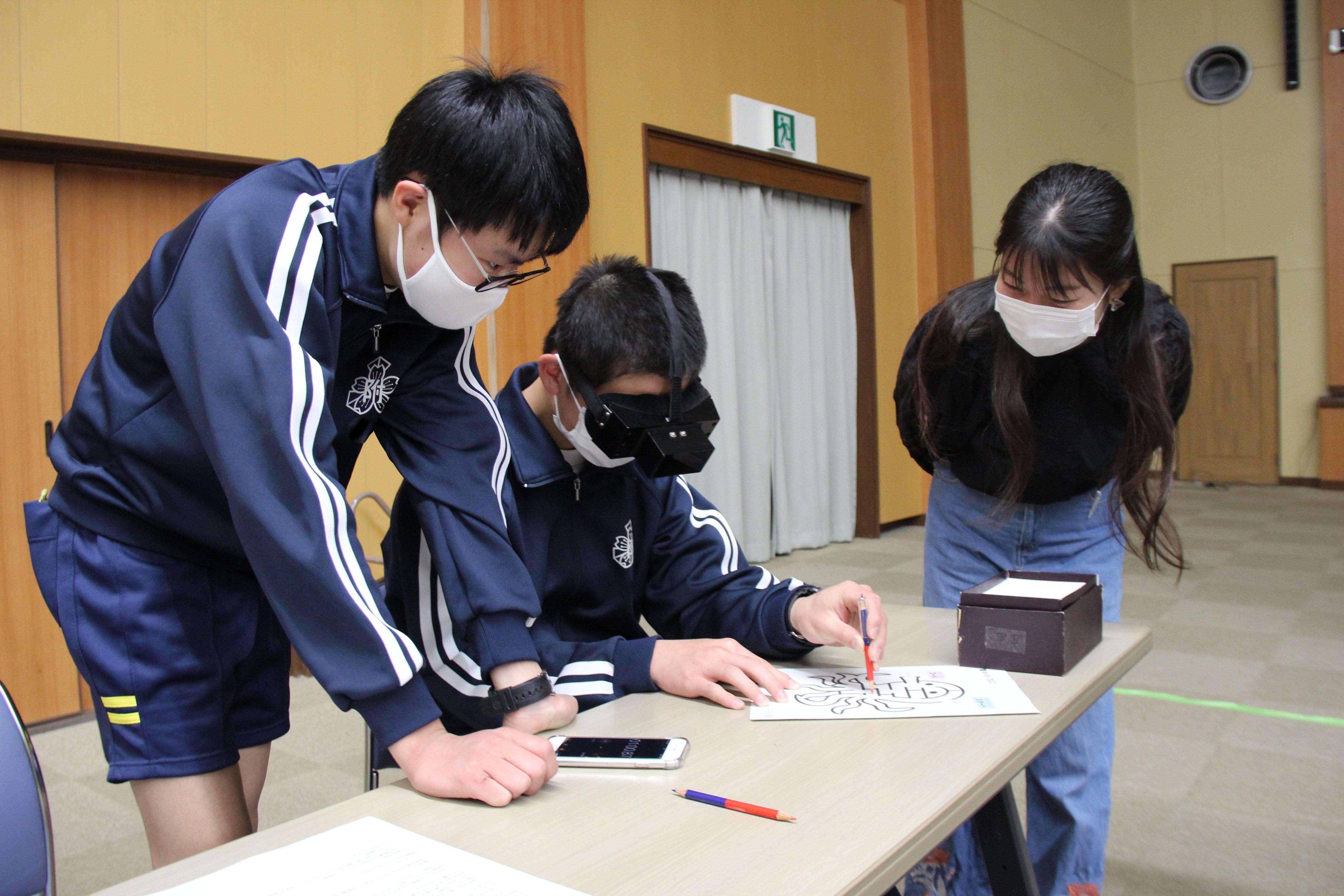 トップ > 新着情報 > 鳥取大学附属中学校3年生が修学旅行(体験実習)で医学部を訪れました03