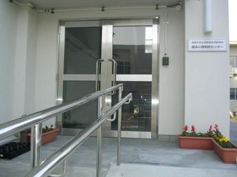 センター玄関